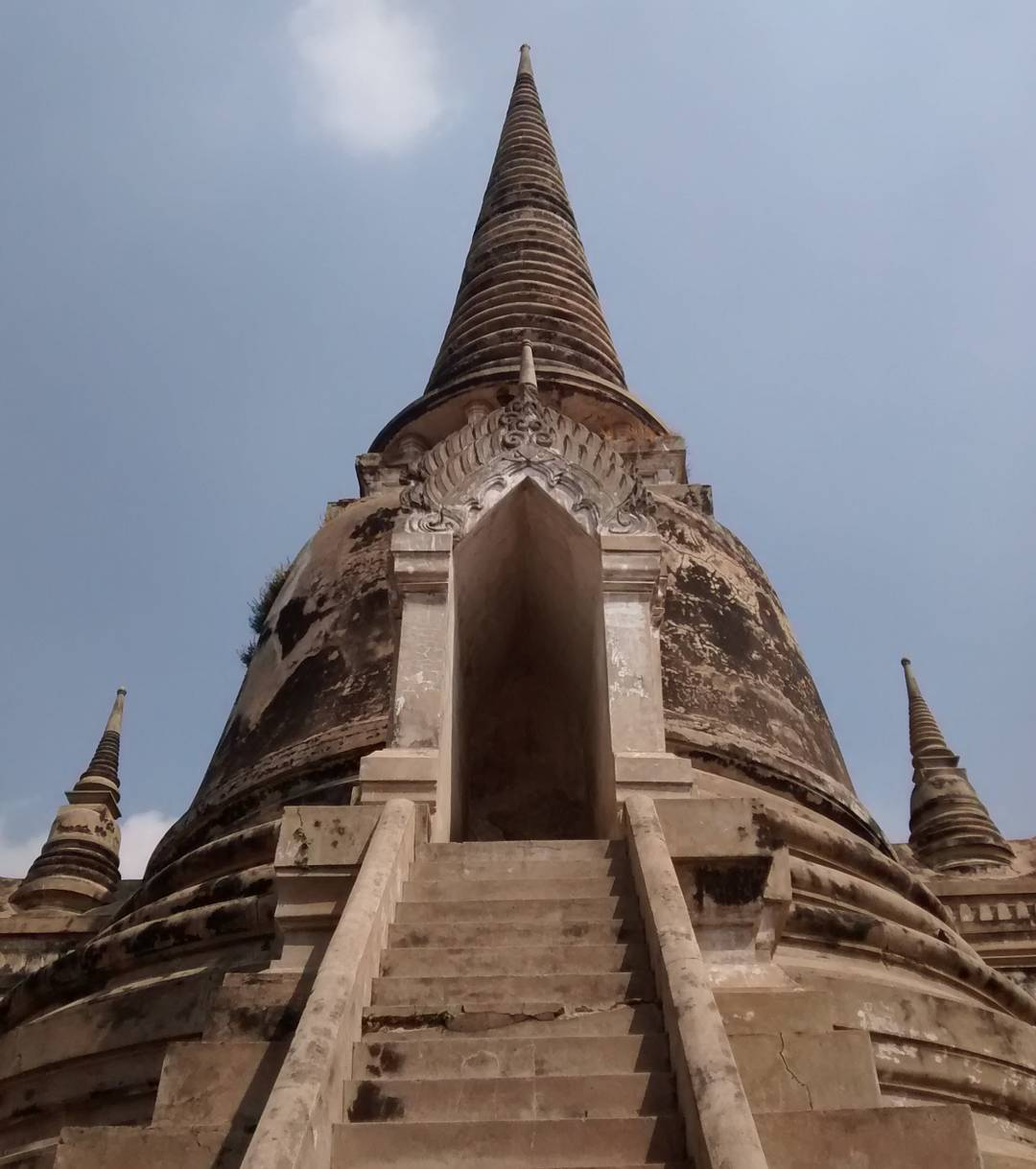 Ayutthaya's temples are stunning.  #thailand